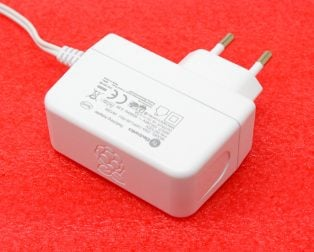 Raspberry Pi Official Power Supply - Micro USB, 5.1V,